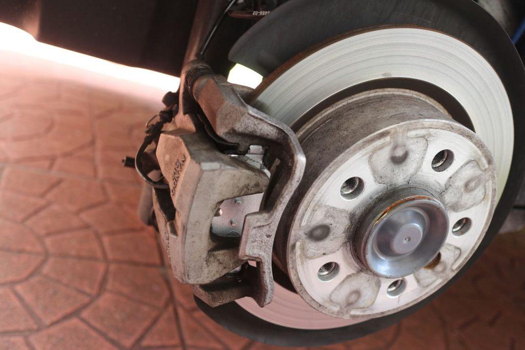 MINI F56 COOPERのブレーキパッドの交換