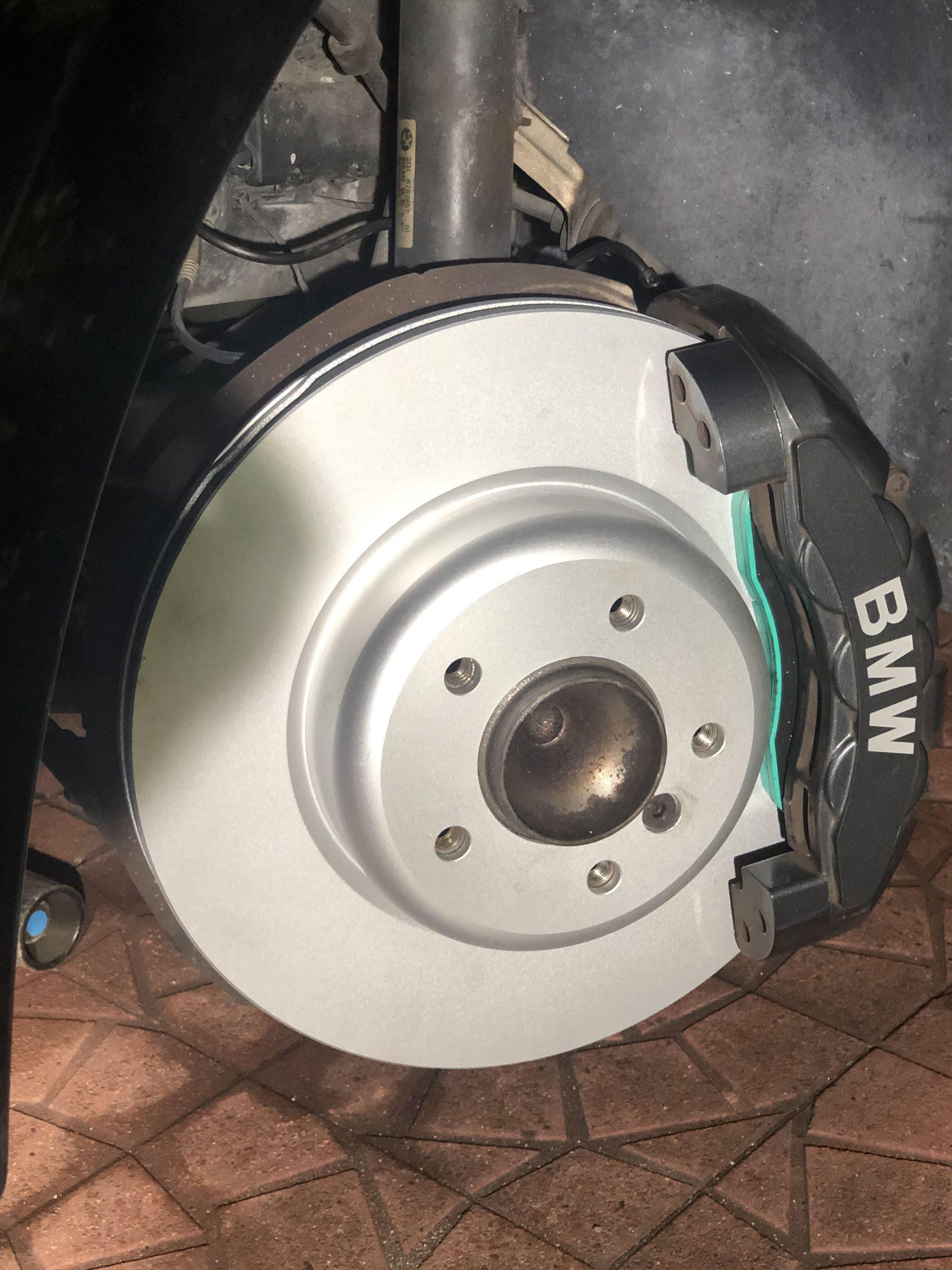 【BMWの修理】BMW 1シリーズ E82 135iのブレーキパッドおよびディスクの交換修理