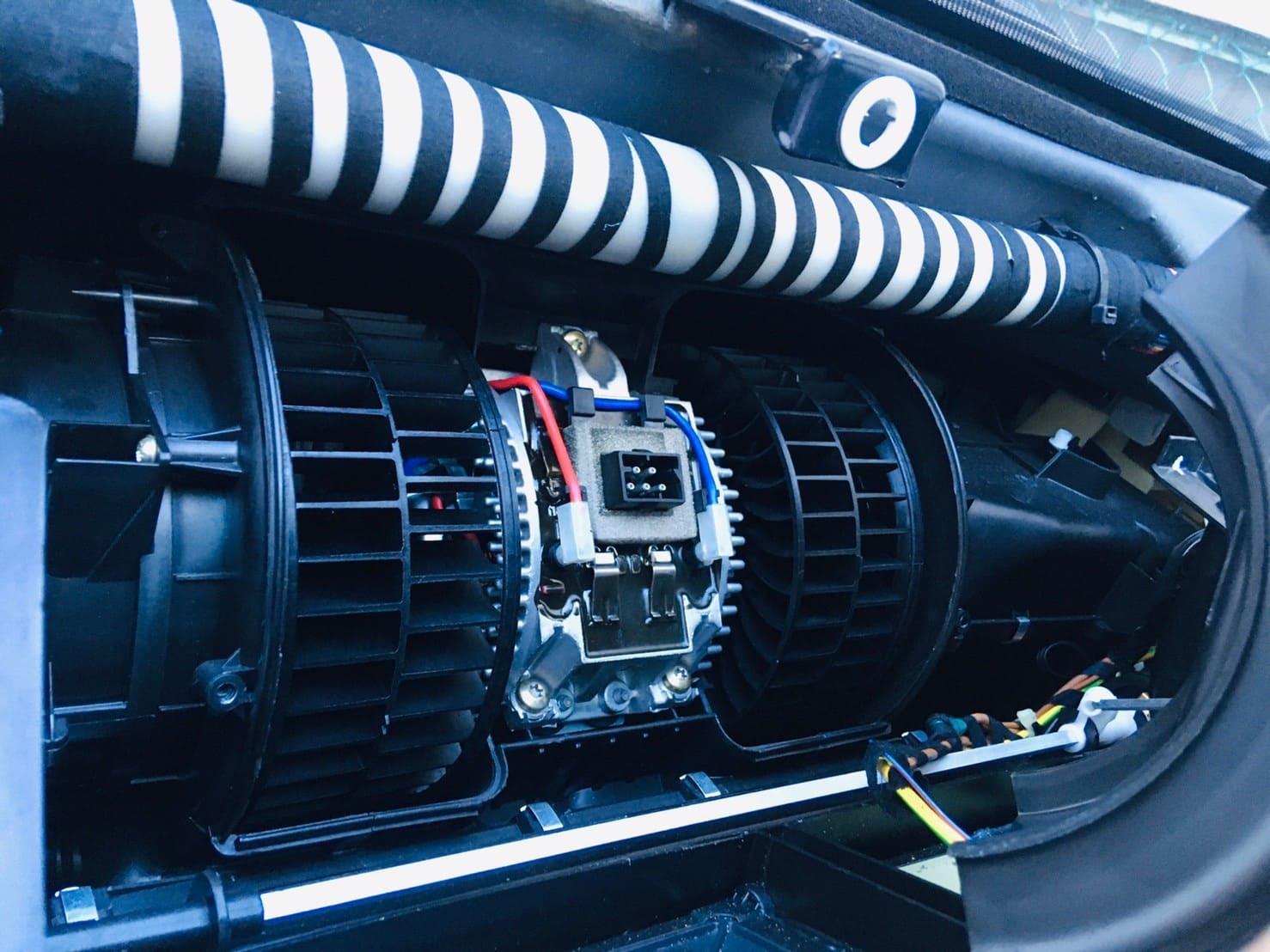【BMWの修理】BMW 7シリーズ E38 750iLのブロワーモーター交換修理