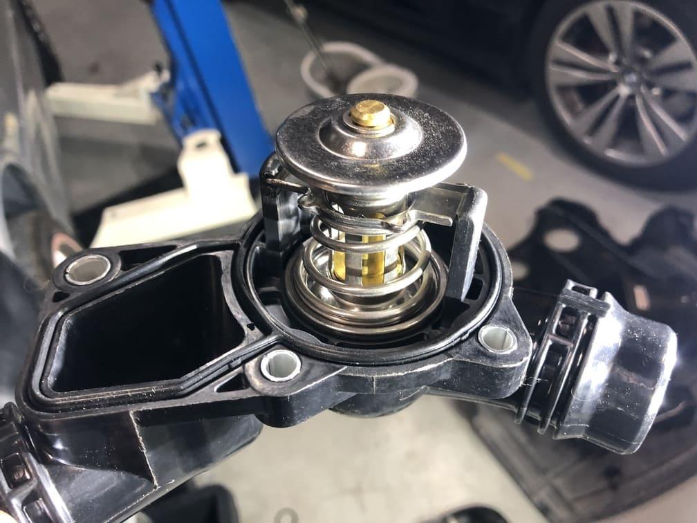【BMWの修理】BMW 3シリーズ E46 330iのオーバークールの修理