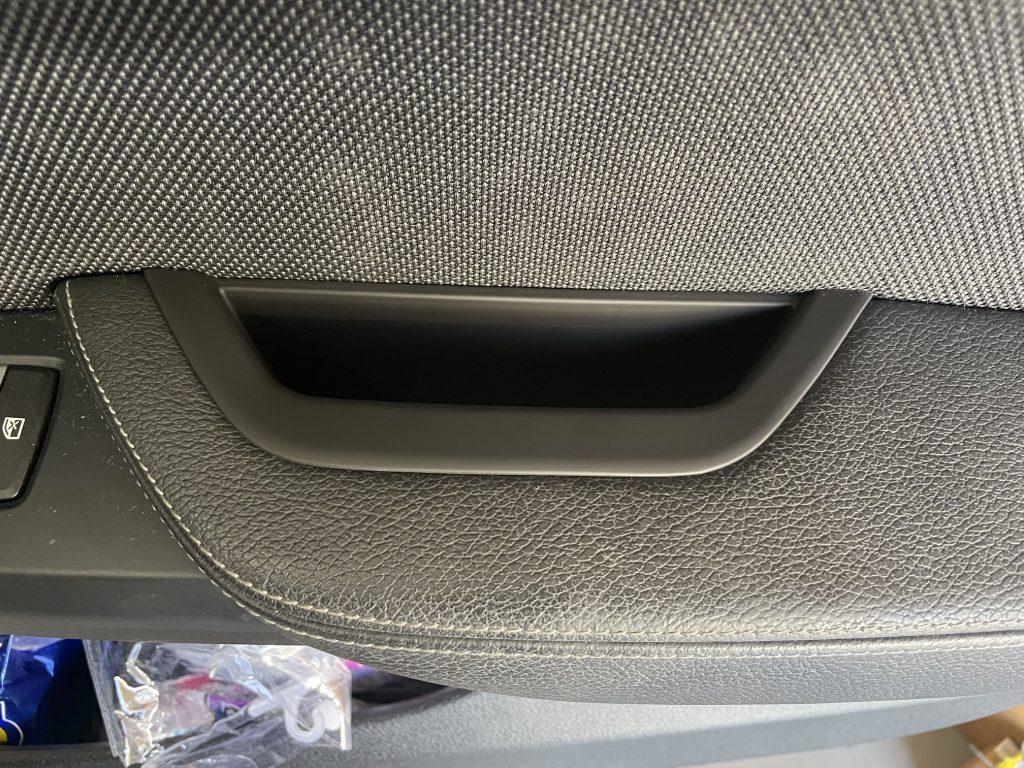【BMWの修理】BMW Xシリーズ F25 X3 20d のインナードアグリップの修理